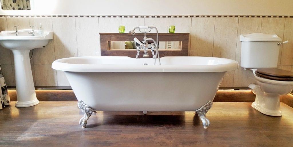 Briddal Suite Bathroom with Roll-Top bath