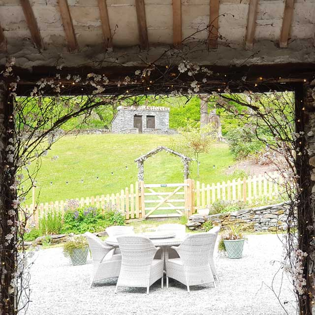 How To Decorate a rustic wedding barn