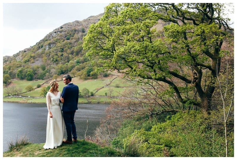 Bride-and-Groom-Lakeside-in-the-Lake-District