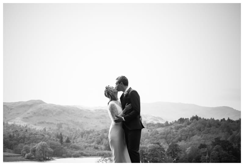 Bride-and-Groom-kissing-at-Lake