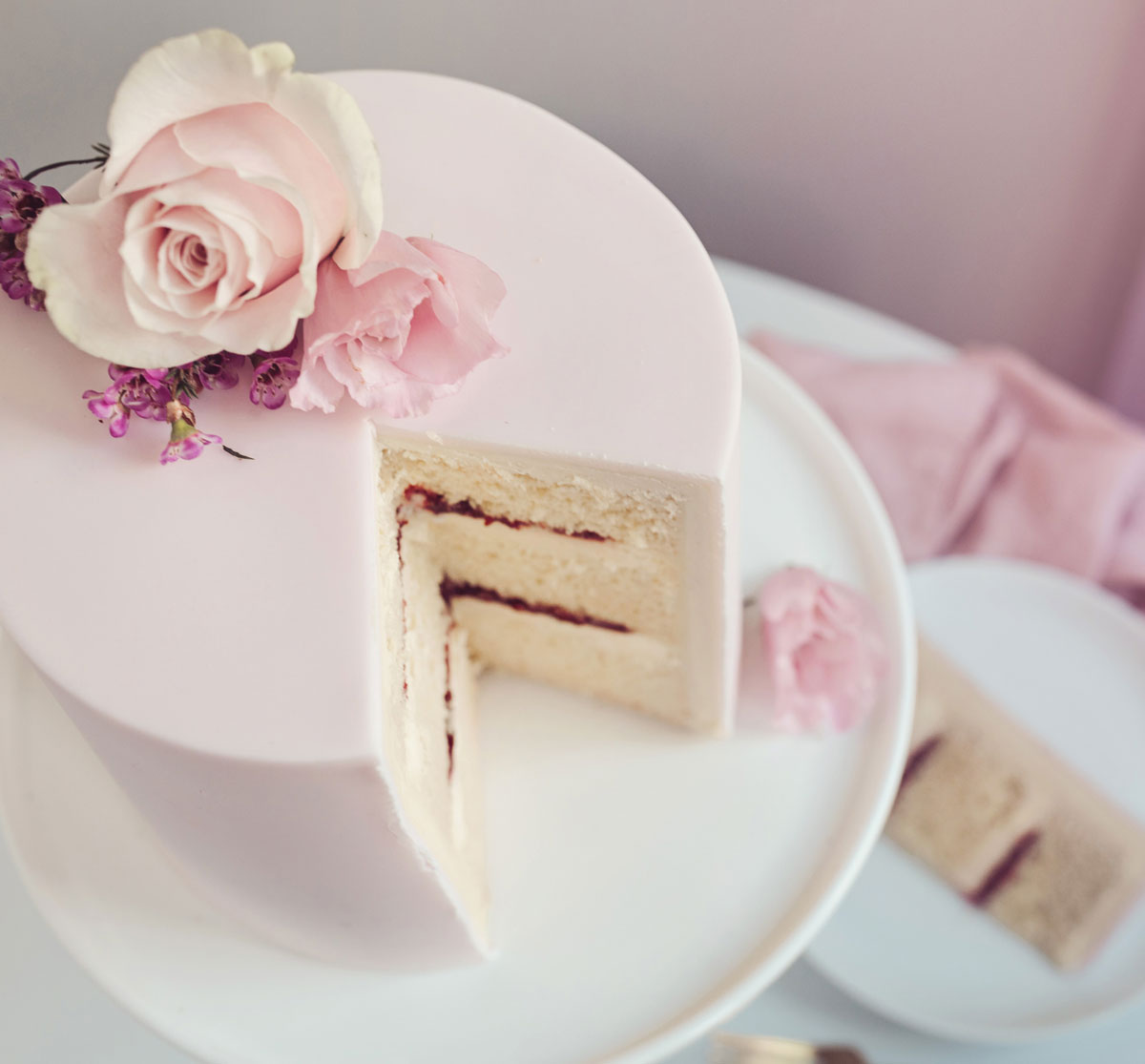 Cote How Luxury Wedding Cake with Fondant Icing